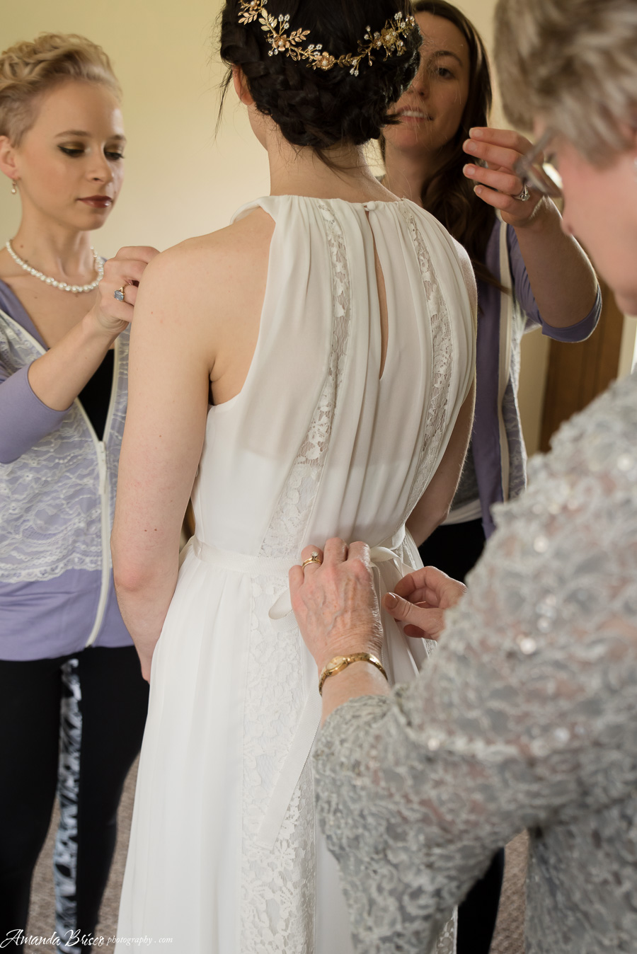 Bride Getting Ready | cookingalamel.com